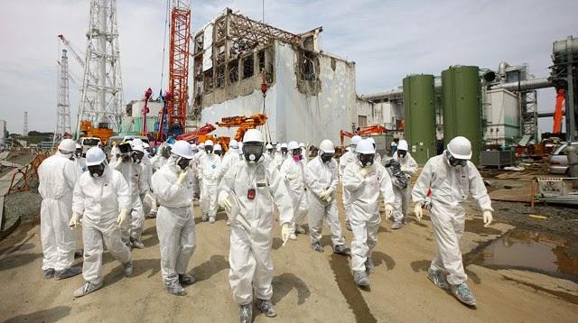 29435-fukushima-workers