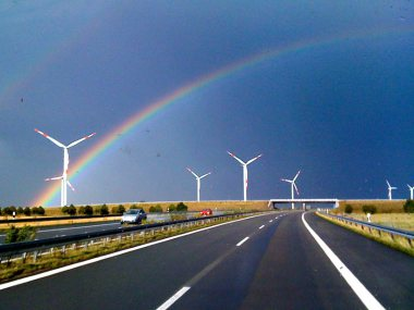 This wind farm in Mecklenburg-Vorpommern helps the entire state to run on 100% renewable energy. Photo: Clemens v. Vogelsang via Flickr (CC BY).