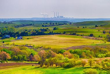 A coal-fired power plant in Flint Hills, KS. Patrick Emerson / Flickr.