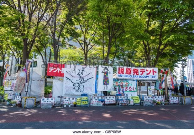 anti-nuclear-occupy-tent-in-front-of-ministry-of-economy-trade-and-g8p06w.jpg