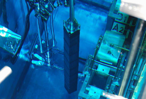 20160929_nuclear_rod_article_main_image