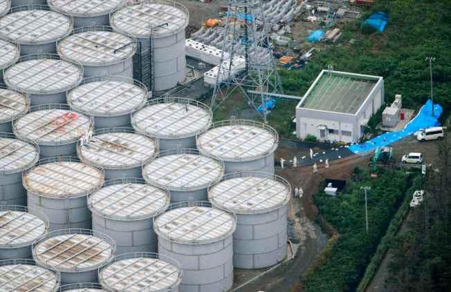 Fukushima_Storage_Tanks-2013-08-21.jpg
