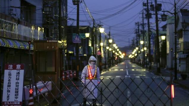 ct-fukushima-nuclear-plant-20161025-002.jpg