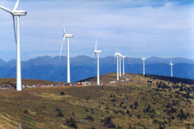 Wind park in Austria, being visited by tourists (Photo by  Kwerdenker, CC BY-SA, Wikimedia Commons)