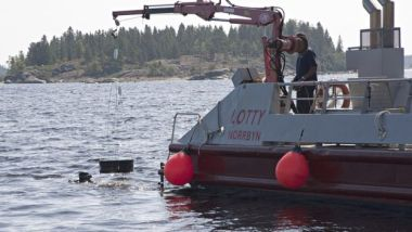 Recovering sediment cores for study (Erik Lundberg)